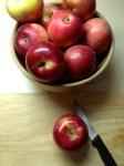 Peler les pommes et couper en quartiers