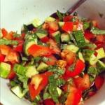 Accompagner d'une salade fraiche de tomates, concombre et persil