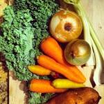 Chou frisé, oignons, carottes variées, patate douce et céleri