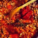 Ajouter, le vin, la crème, la pâte de tomate et aromathes