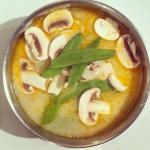 Ajouter les légumes et cuire 5 min, ensuite ajouter les crevettes.