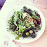 Salade verte à la feta, parfumée au zeste de citron